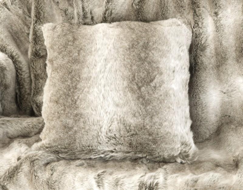 Webpelzkissen Alaska Wolf in 45x45cm
