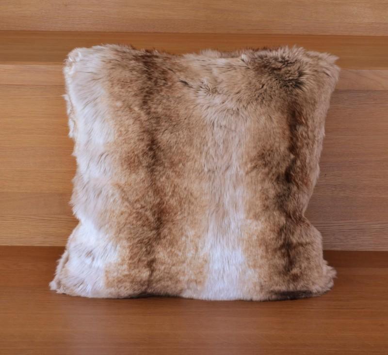 Webpelzkissen Yukon Wolf Premium in 45x45cm